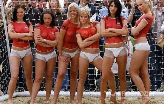 Порноактрисы разгромили немецких в пляжный футбол фраза