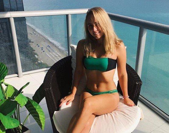 Анастасия Потапова: фото в купальнике (Инстаграм)
